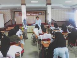 Siswa - Siswi  SMK-SMAK Makassar Mengikuti Ujian  Internasional Kimia Analis oleh TIM VAPRO Dari BEL