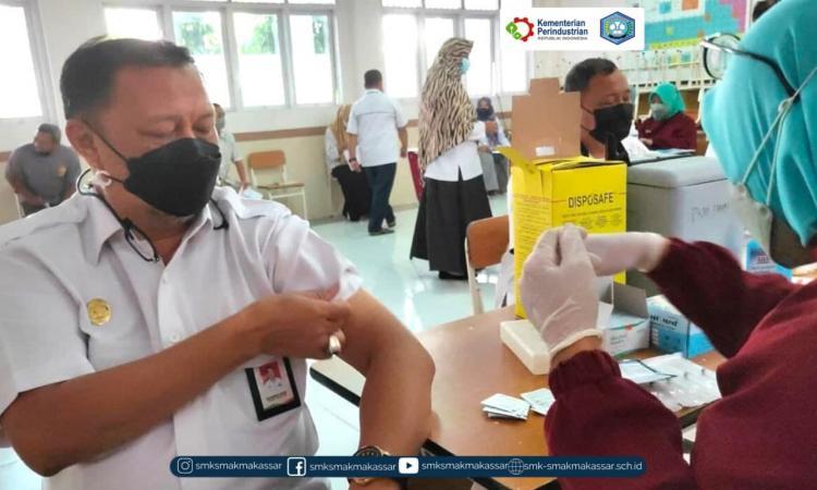 { S M A K - M A K A S S A R} : Pelaksanaan vaksinasi tahap kedua