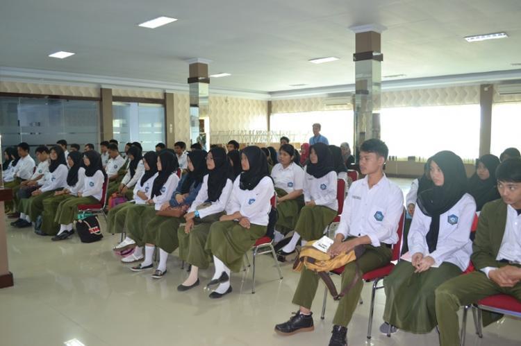 Pelaksanaan English Camp Bagi Siswa / i Kelas 4