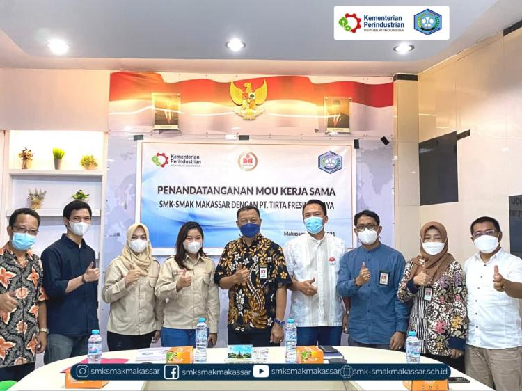 { S M A K - M A K A S S A R} : Penandatanganan MoU SMK SMAK Makassar dan PT. Tirta Fresindo Jaya