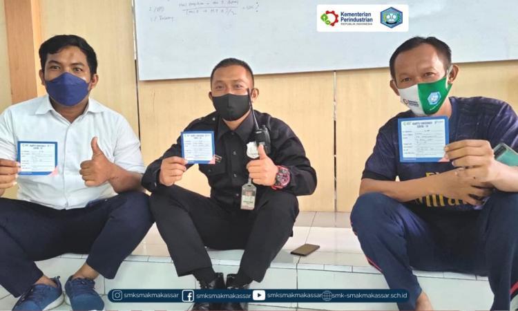 { S M A K - M A K A S S A R} : Pelaksanaan Vaksinasi tahap pertama di SMK SMAK Makassar